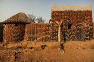 расписные-дома-африканского-поселока-тиебеле-8-_320x213